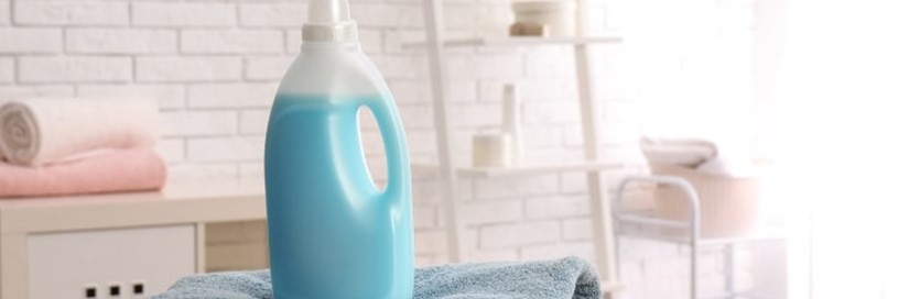 laundry-detergent-bottle-on-towels